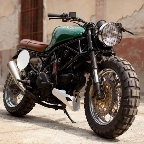 steppy:  thedapperproject:  Ducati 900SS  Perfect.