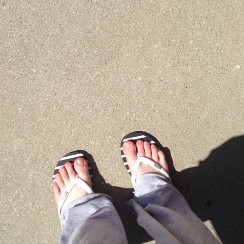 😱😱😱Yupp! I'm wearing flip flops!!!! I haven't worn flip flops in about 2 years and today I am really challenging myself to wear them for an hour. I started at 2:25 and I have been sitting, walking, and will be driving to The dance studio all while wearing these😝 this is alot harder than it seems but if I don't push the RSD it will push me. This really hurts but I will push through!! Btw ignore my ugly feet… I'm a dancer hahahaha #flipflop #challenge #RSD #CRPS #RSDCRPS #rsdcrps4acure #rsdsucks #iwillbeatthis #makeitcount #inspiration                              What did you do for therapy today?
