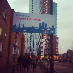 Bienvenidos a Tower Hamlets #londres #london #borough #uk #towerhamlets #building #sky #city #town #street #architecture #spitalfields #shoreditch
