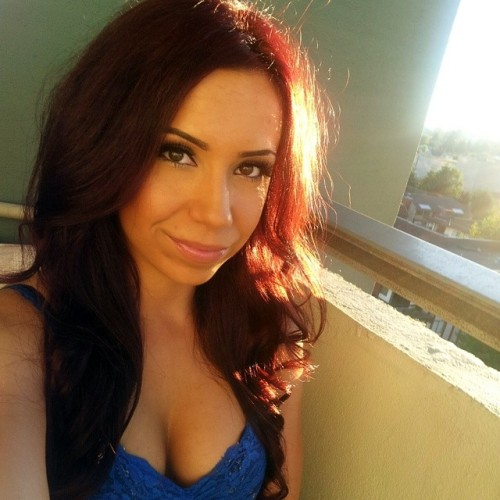 currently in #kelowna and I'm literally melting …but here's a pic from the other day :) #vacation #summer #Serbian #girl #makeup #redhair #tanned