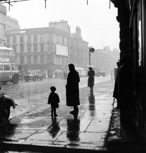 Bert Hardy Rainy Street. 1954 Thanks to undr