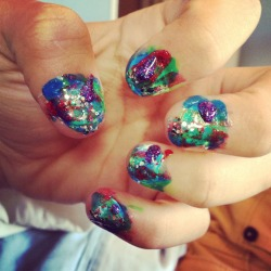 frozen-grapes:  Galaxy nails