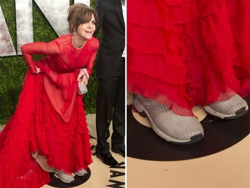 Sally Field snuck sneakers under Oscars gown (Photo: Getty Images) Looks like you have competition, Kristen Stewart — you're not the only star rocking comfy footwear on the red carpet. Best Supporting Actress nominee Sally Field wore some casual kicks at the Vanity Fair Oscar Party on Sunday night, going to far as to adorably lift up her bright red Valentino gown to show them off. Read the complete story.