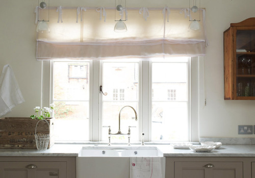there's something about windows and sink… (via desire to inspire - deVOL)