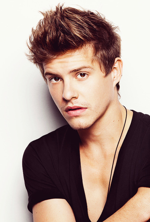 New HQ outtake of Xavier Samuel's photoshoot with Peter Brew-Bevan (x)
