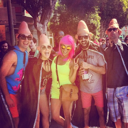 #bay2breakers #sanfrancisco #coneheads #neon #wigs #boozeandcustomes
