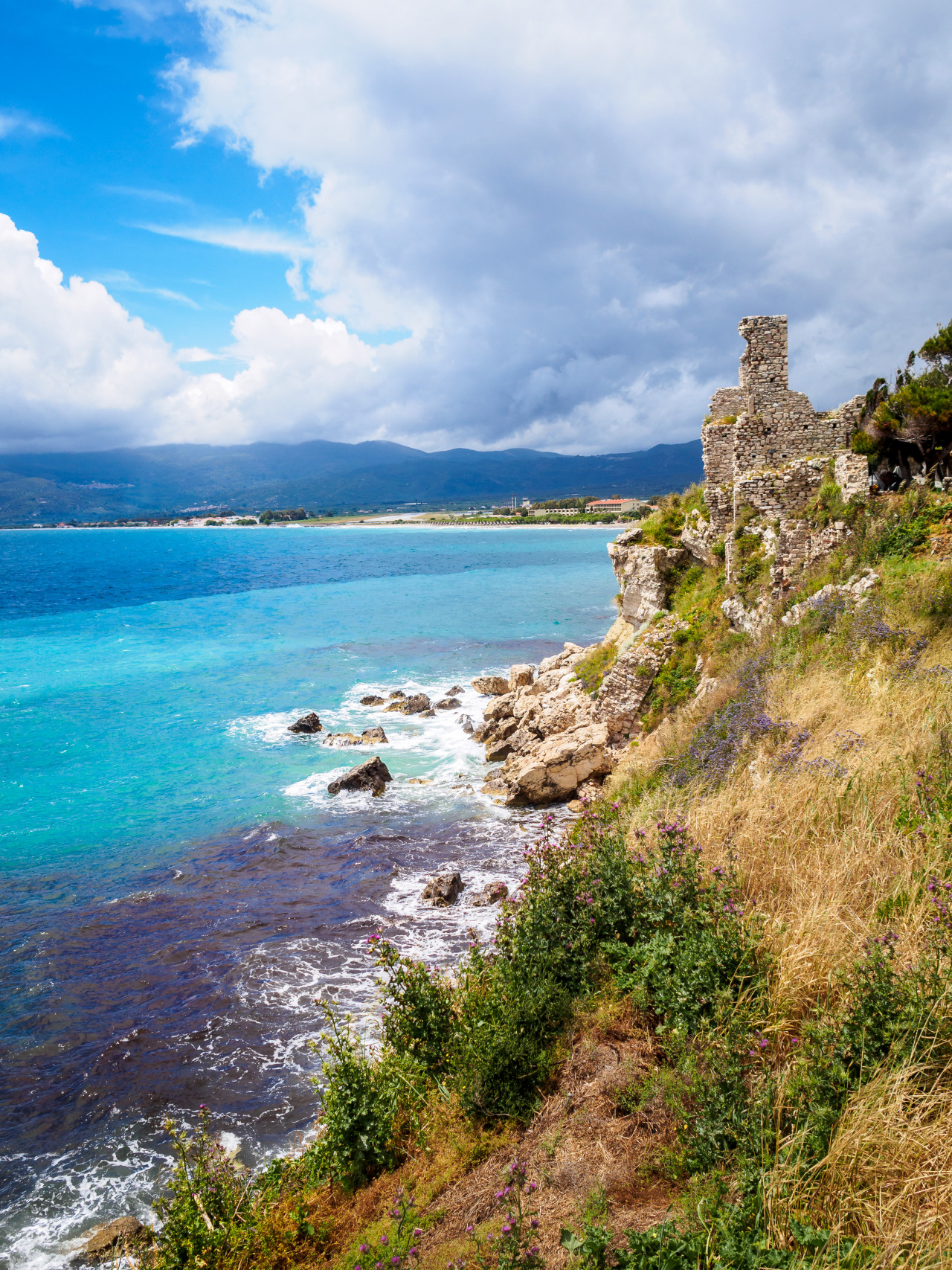 sevenyearsinadvertising:Seashore ruins in Greece