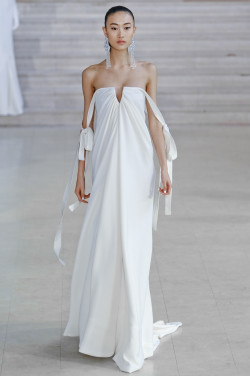 iosk:  gaptoothbitch:  ALEXIS MABILLE HC SS 2011  BALL DRESS OMFG !!!!!!!!!!!!!!!!!!!!!!!!!!!!