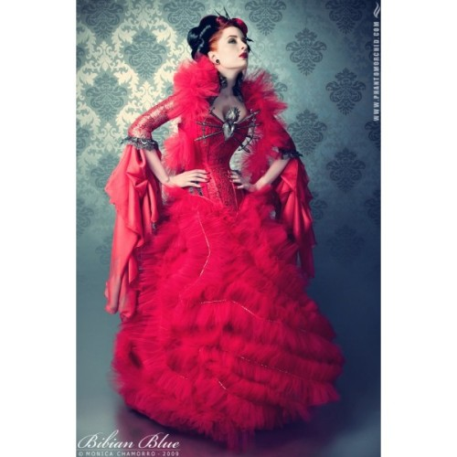 http://bibianblue.com/shop/es/103-red-queen.html  also comes in white