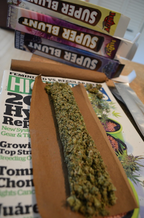 incredible-kush:  rollin blunts