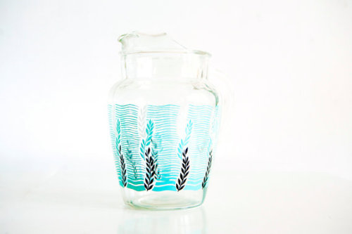 (via Vintage Glass Pitcher with Fun Undersea by BrightWallVintage)