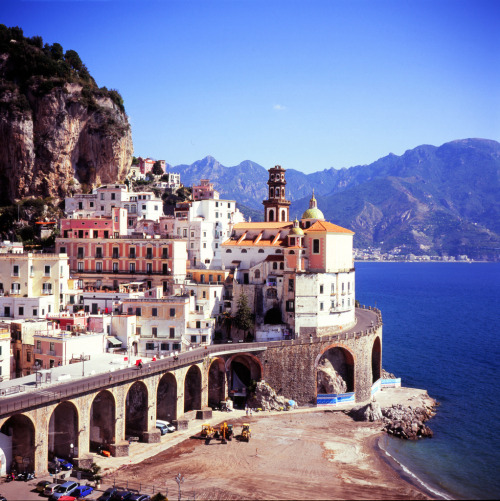 travelingcolors:  Amalfi | Italy (by Lawrence Coleman)