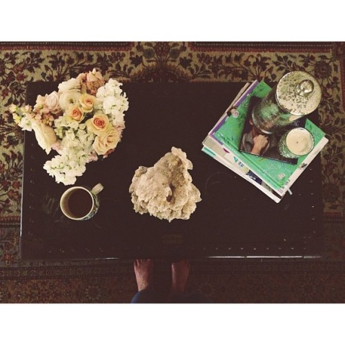Because flowers && coffee make being away from Momma on Mother's Day do-able. || @moobearsmimi #vscocam #coffeetable #fromwhereistand  (at Sommerset)
