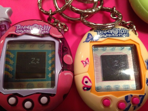tamablogotchi:  I like how there are two Zs for the parent and baby sleeping together.