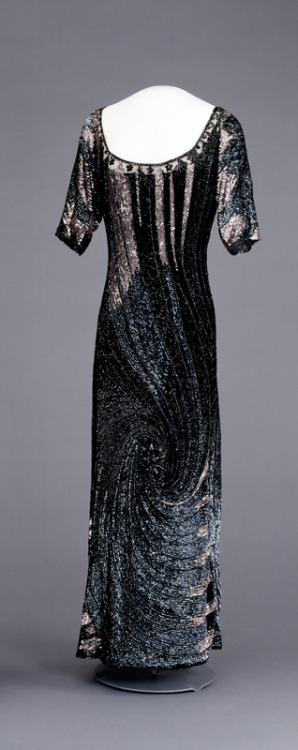 fripperiesandfobs:  Evening dress, 1910's-20's From the Digitalt Museum