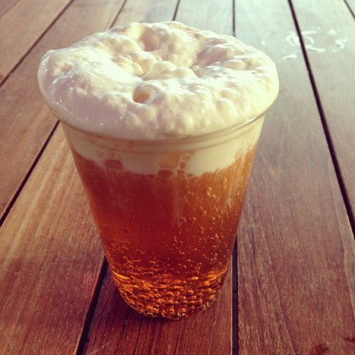 butterbeer is canny tasty. no booze though. (at Knight Bus Stop)