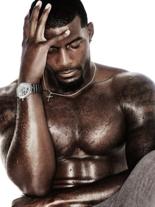 blackgaygifs:you know u would let him fuck you no condoms needed. #justsayin Dez Bryant - black athletes at black gay gifs.
