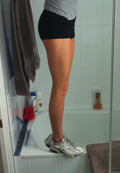 waystolivehealthier:  laura-getsfit:  freshly—fit:  Squats progress 🙊   -