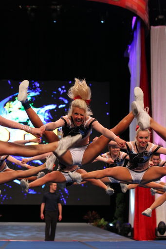 babs-girls-lets-get-em:  holy jumps shaley
