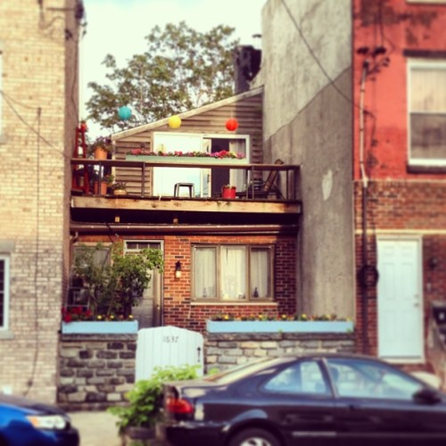 Philadelphia is notorious for this type of recessed home. I like to call them pocket houses. This here is one of my favorites.