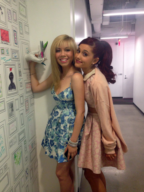 mtvnews:  Jennette McCurdy and Ariana Grande by MTV News' Wall of Fame looking so sweet in their flirty dresses!