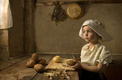 Young Daughter Models for Photographer's Re-creation of Famous Paintings http://bit.ly/12FGZnF