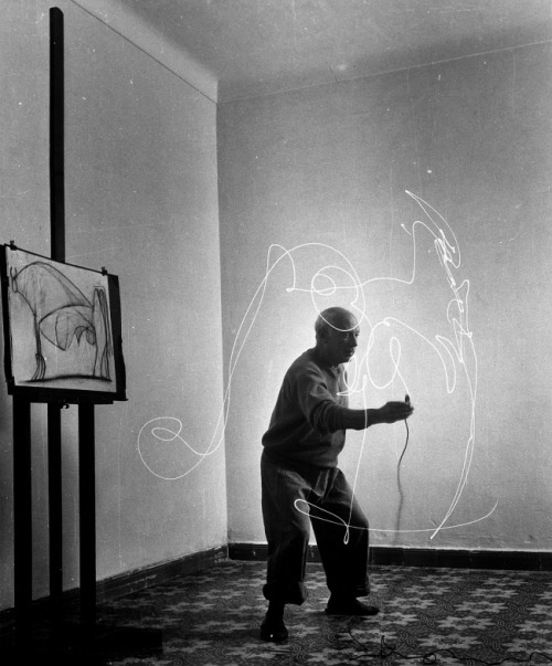createsomethingoriginal:  Picasso's 'light drawings'