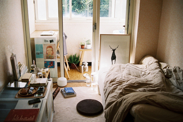 w4lrusss:  room talk by deersummer on Flickr.
