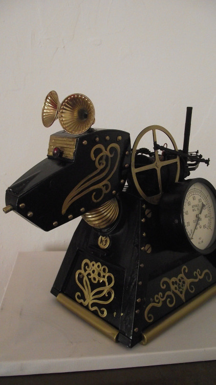 sparrow-and-nightingale-221b:  Steampunk K9 on etsy. I want to see him with Madame Vastra and Jenny!