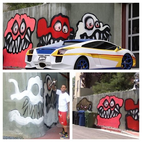I think Chris Brown's wall mural looks awesome! It's his house he should be able to decorate as he pleases, it's not offensive and it's actually good. #leaveittherechris #art #streetart #grafitti #chrisbrown #wallmural #losangeles (at Somewhere in the Hills)