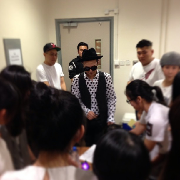 130518 G-Dragon @ OOAK Concert Backstage in HK Credit: bestiz