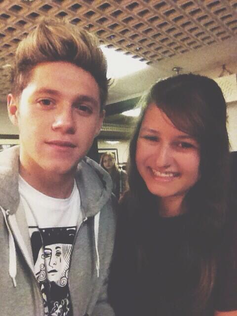 Niall With a Fan In London (3.22.14)