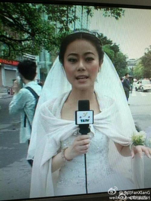 4cry:    pleatedjeans:  A reporter was having her wedding when the quake hit Sichuan today. She went to work immediately. via
