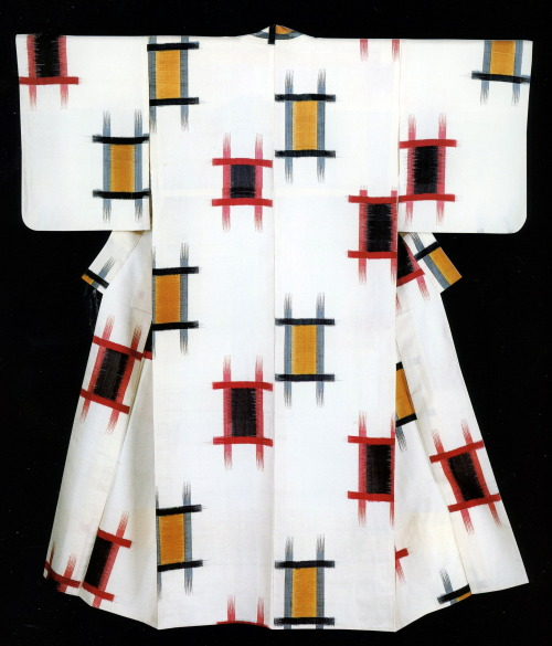la-brancaro:  Summer Kimono, Taishō Period Silk, plain weave, hand-tied warp and weft kasuri Source: Taishō Chic: Japanese Modernity, Nostalgia, and Deco
