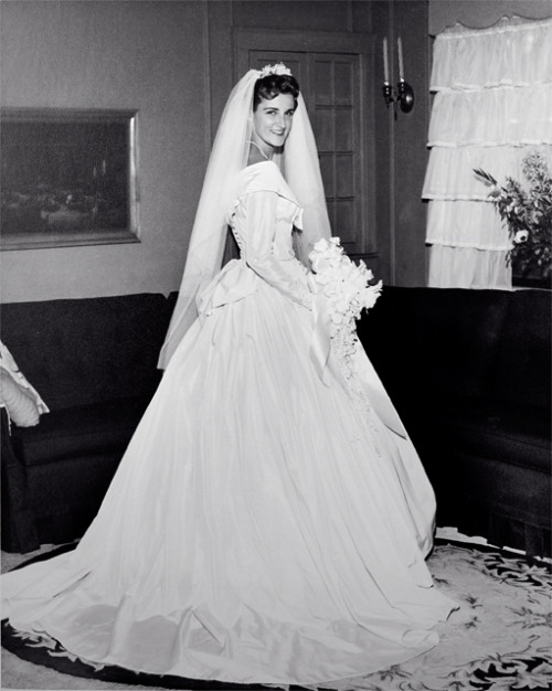 vintagebrides:  New bride Valerie, 1960 Valley Stream, New York