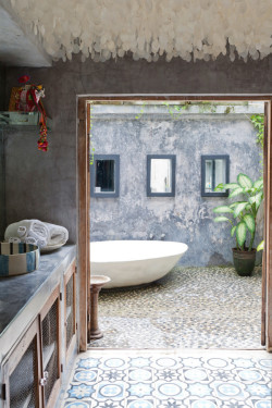 aros:  Tropical home in Bali