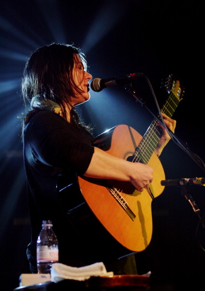 Kim Deal - All Tomorrow's Parties, Sussex, UK, Dec. 1, 2012 Thanks to Tapeworm Stu for taping and sharing this rare solo Deal show! 01 Intro 02 New Song 03 Oh! 04 Off You 05 Fortunately Gone 06 Mom's Drunk 07 Untitled 08 Pacer 09 Untitled 10 Untitled 11 You And Your Sister (Chris Bell cover) 12 Banter 13 Untitled 14 Cannonball 15 Untitled 16 Banter 17 Gigantic (false start) 18 Gigantic 19 Untitled