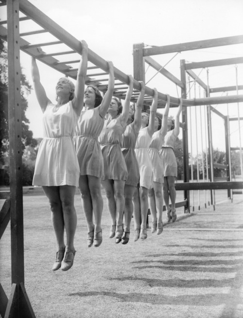 (via Soviet Sport Girls and Beaches In the 1930s | English Russia)