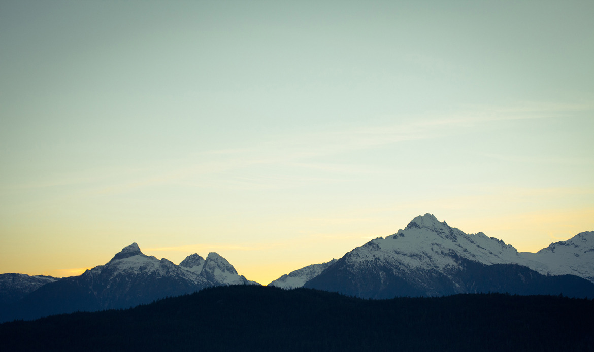 man-and-camera:   Tantalus Range, BC, Canada ➾ Luke Gram