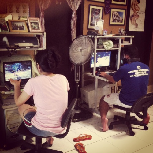 Ganito ka tindi yung mga kapatid ko sa bahay. They're addicted to online gaming, and yes, I'm way far from them.