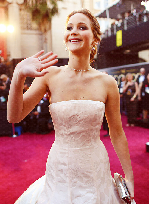 reynoldswalt:  Jennifer Lawrence arrives at the 85th Annual Academy Awards (24.2.13)