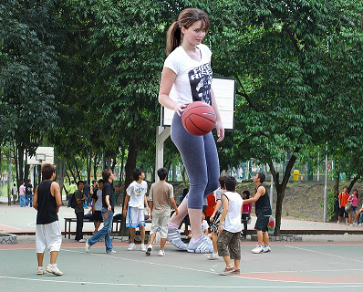 50 Ft Woman Playing Big BasketBall»>SEE Funny Lebron James GIFs  Bet she's gonna get the basket before the rest of them. So funny. Love to see the free throws.