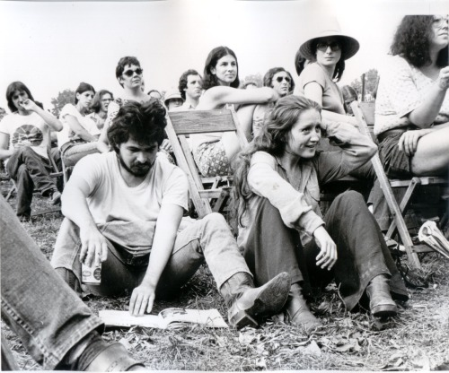 glinter:  John Prine and Bonnie Raitt at the Philadelphia Folk Festival, c.1972.