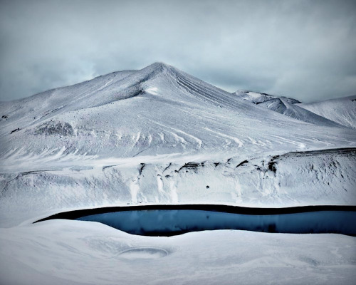 mytickingheart:  Deception Island Summer - Antarctica (by Robert Moran.)