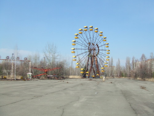 levelekalatt:   pripjaty ma, 27 évvel a robbanás után  Pripyat, Ukraine - where the workers of Chernobyl and their families lived - now completely abandoned and still extremely unsafe due to radiation.