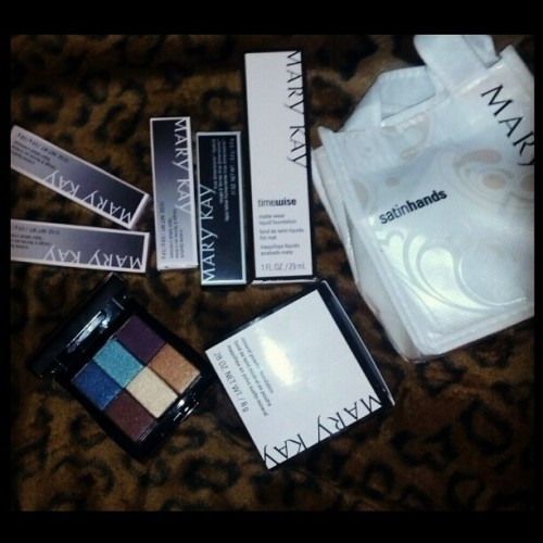 New makeup thanks to my  #MommieDearest #MiHefita #BossLady #MaryKay #Lipsticks #MyFavThing #Eyeshadows #Foundation #MineralPowder #SatinHandsLotion #SheSpoilsMe idky. Im such a bitch sometimes to her.  :x #ImherOnlyDaughterTho  :)