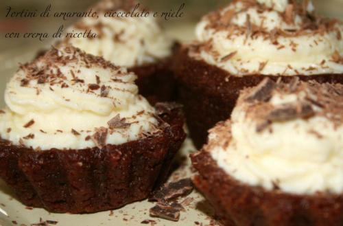 Tortini di amaranto, cioccolato e miele con crema di ricotta - Amaranth-choco-honey cake with ricotta cheese cream