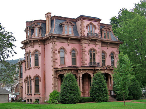 dailybungalow:  Pink empire style house, Bedford, Pennsylvania by Paul McClure DC on Flickr.