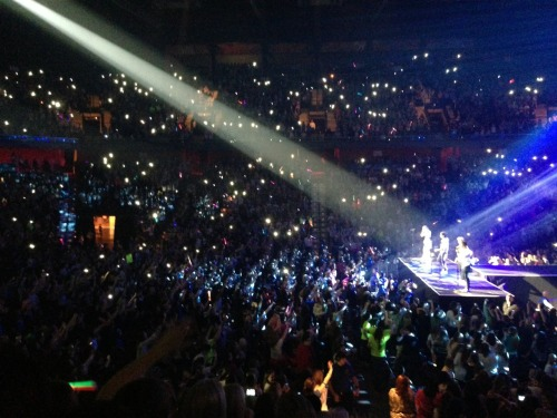 its-gotta-be-you-narrry:  Moments in Mohegan Sun Arena, Connecticut