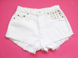 (via White Levi high waist shorts L by deathdiscolovesyou on Etsy)